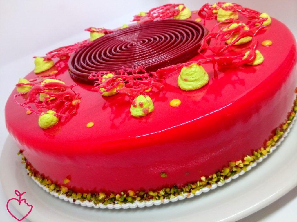 Torta Optical Fluo, lamponi pistacchio e lime